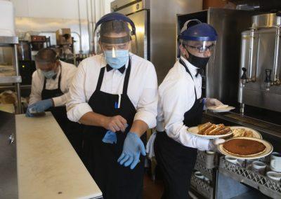 Risco de contrair covid em restaurantes é muito baixo, diz novo estudo