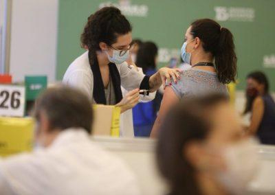 SP vacina 75% da população adulta contra COVID-19