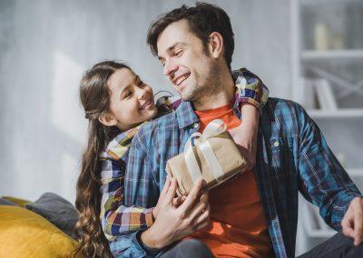 Dia dos Pais: Ipem-SP alerta sobre cuidados na compra de roupas e aparelhos elétricos